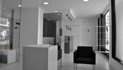 Centro Odontológico Mares / YTRASD