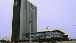 Edificio Delphos 1 Fuerza Aerea De Chile / Iglesis Prat Arquitectos