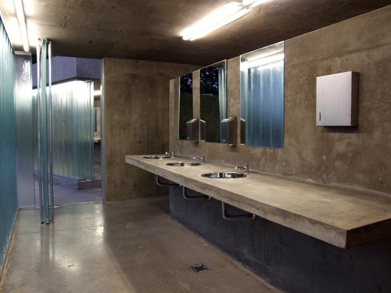 Baños Públicos Parque Urquiza / Diego Jobell  Plataforma ...