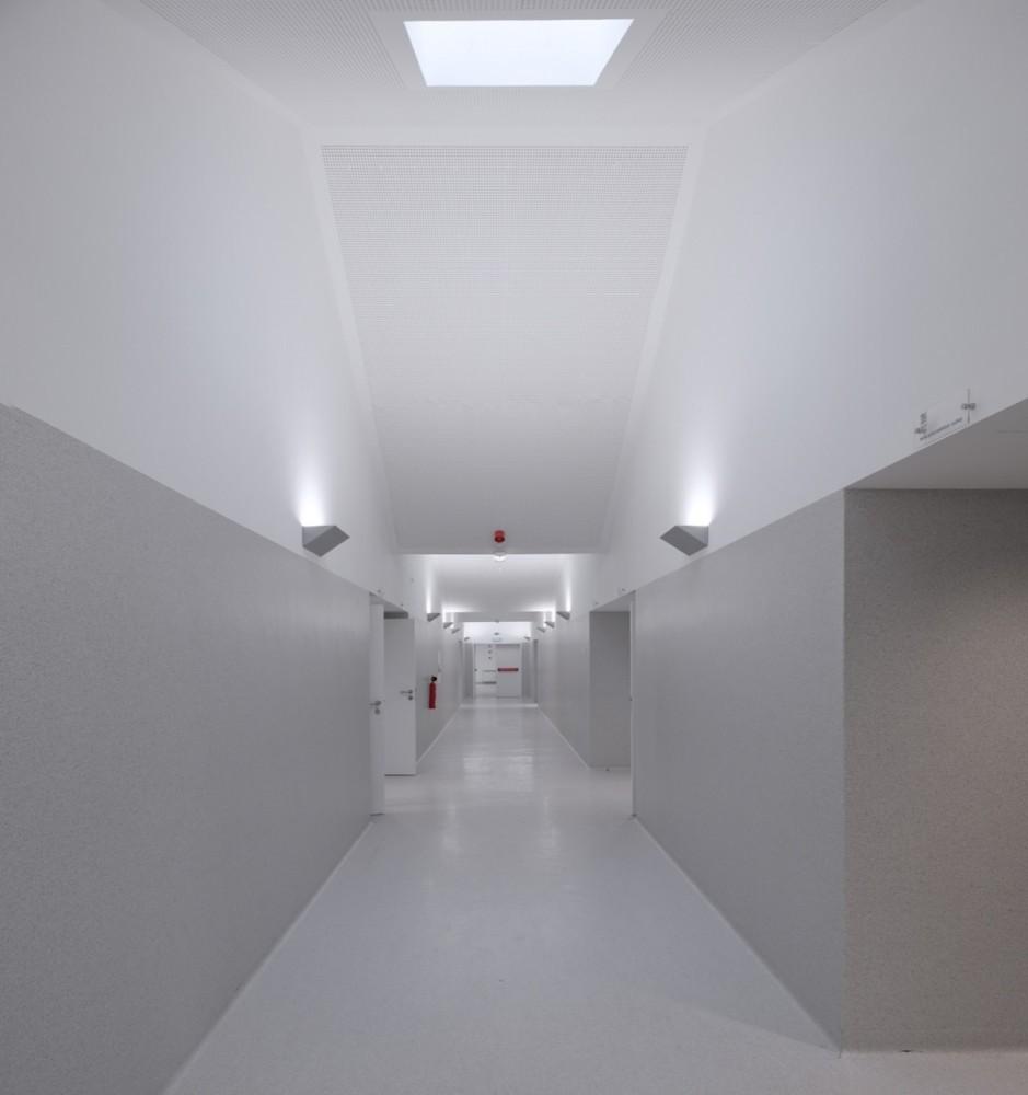 Colegio mouriz atelier nuno lacerda lopes plataforma - Maison ribatejo y atelier nuno lacerda lopes ...