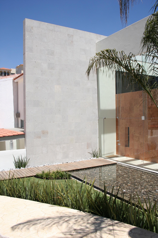 Galer a de casa f micheas arquitectos 6 for Larvas de polillas en el techo