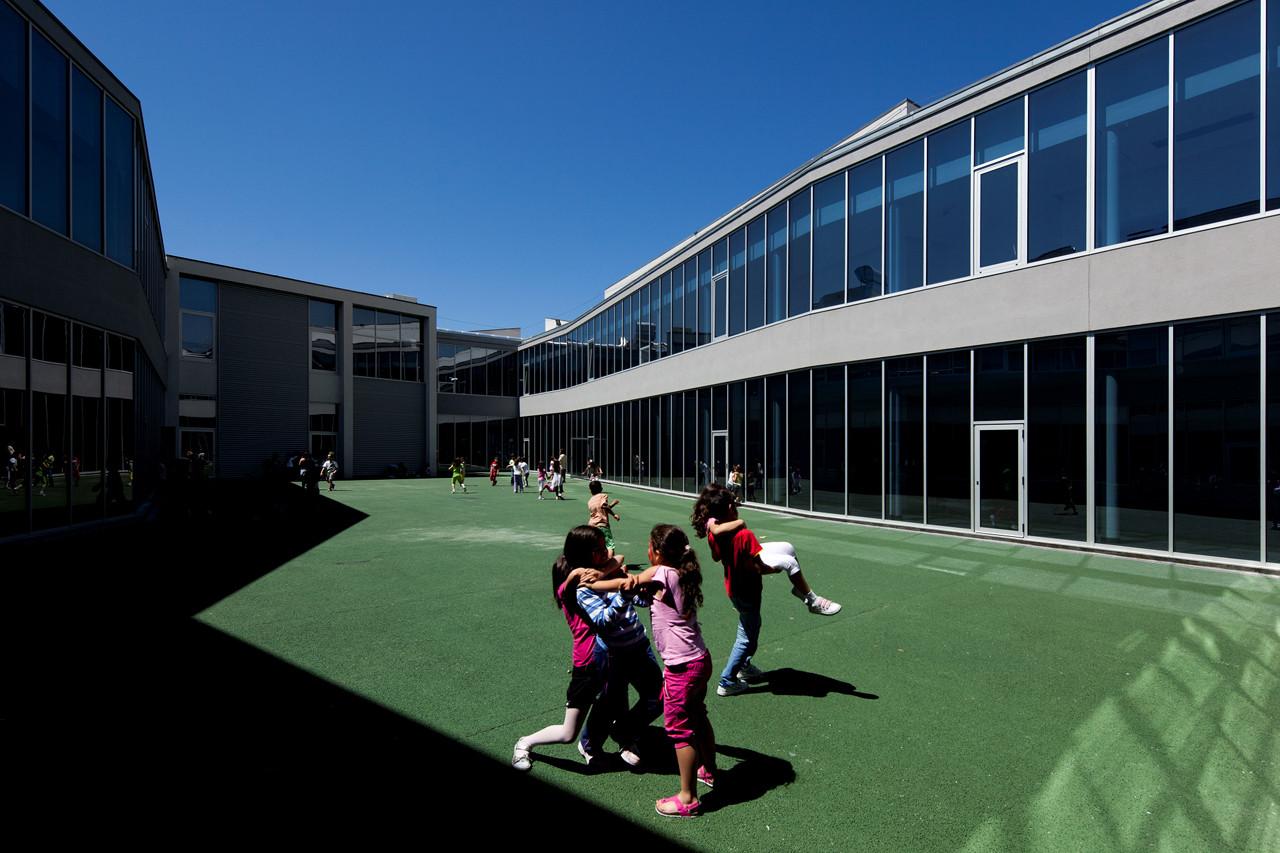 Escuela gandra atelier nuno lacerda lopes plataforma - Maison ribatejo y atelier nuno lacerda lopes ...