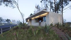 Módulos Carreteros Atlacomulco-Maravatío / Periférica Arquitectura + TOA