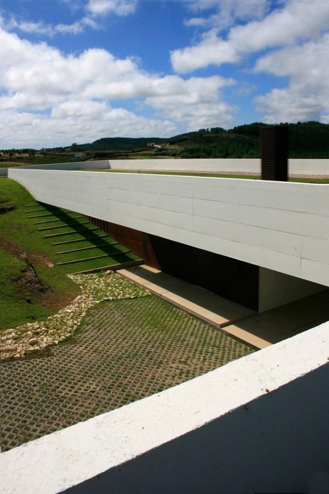Casa en Alcobaça / Topos Atelier de Arquitectura, © Xavier Antunes