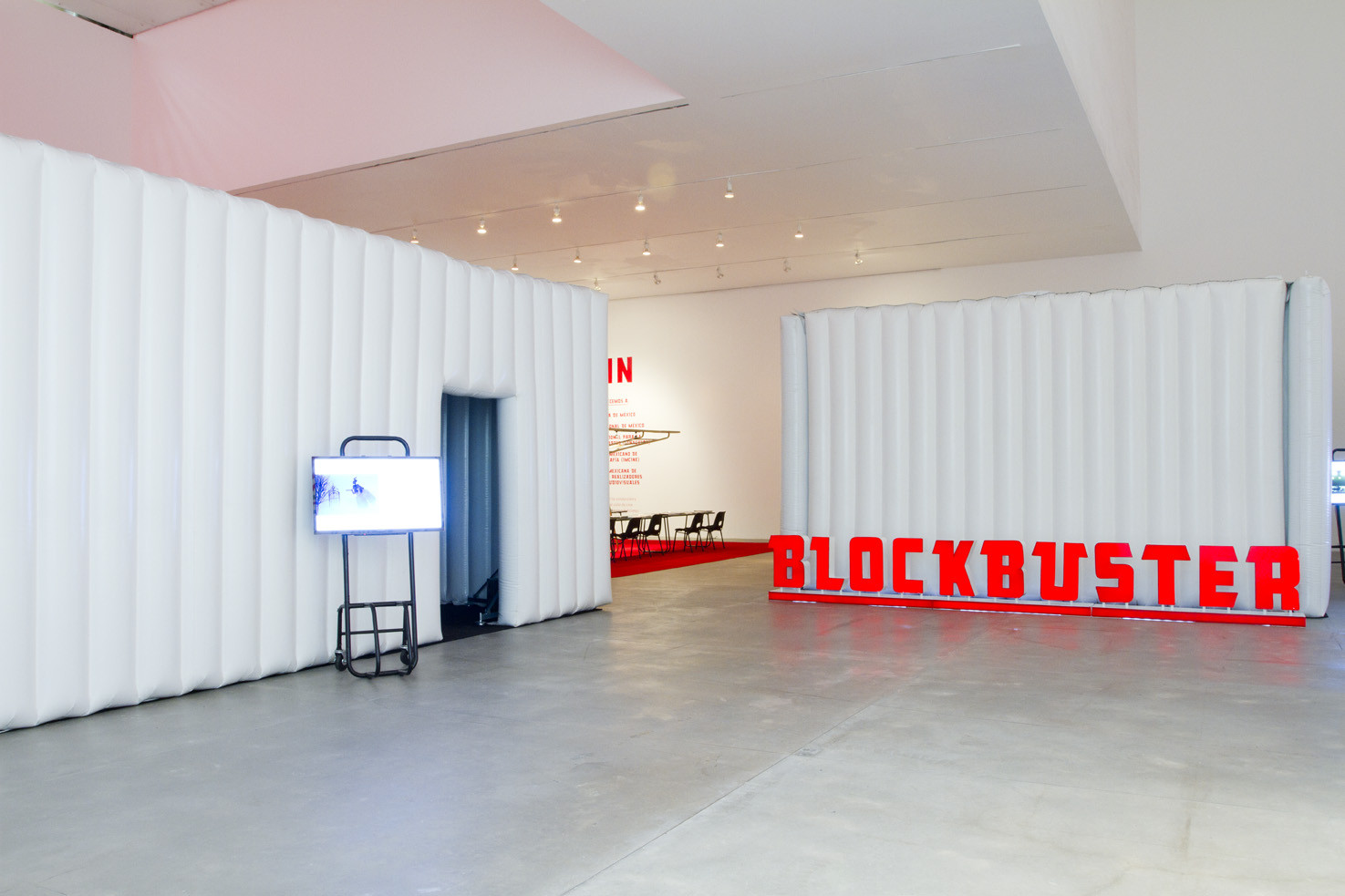 Blockbuster: Cine itinerante para exhibiciones / Work!, © Victor Deschamps
