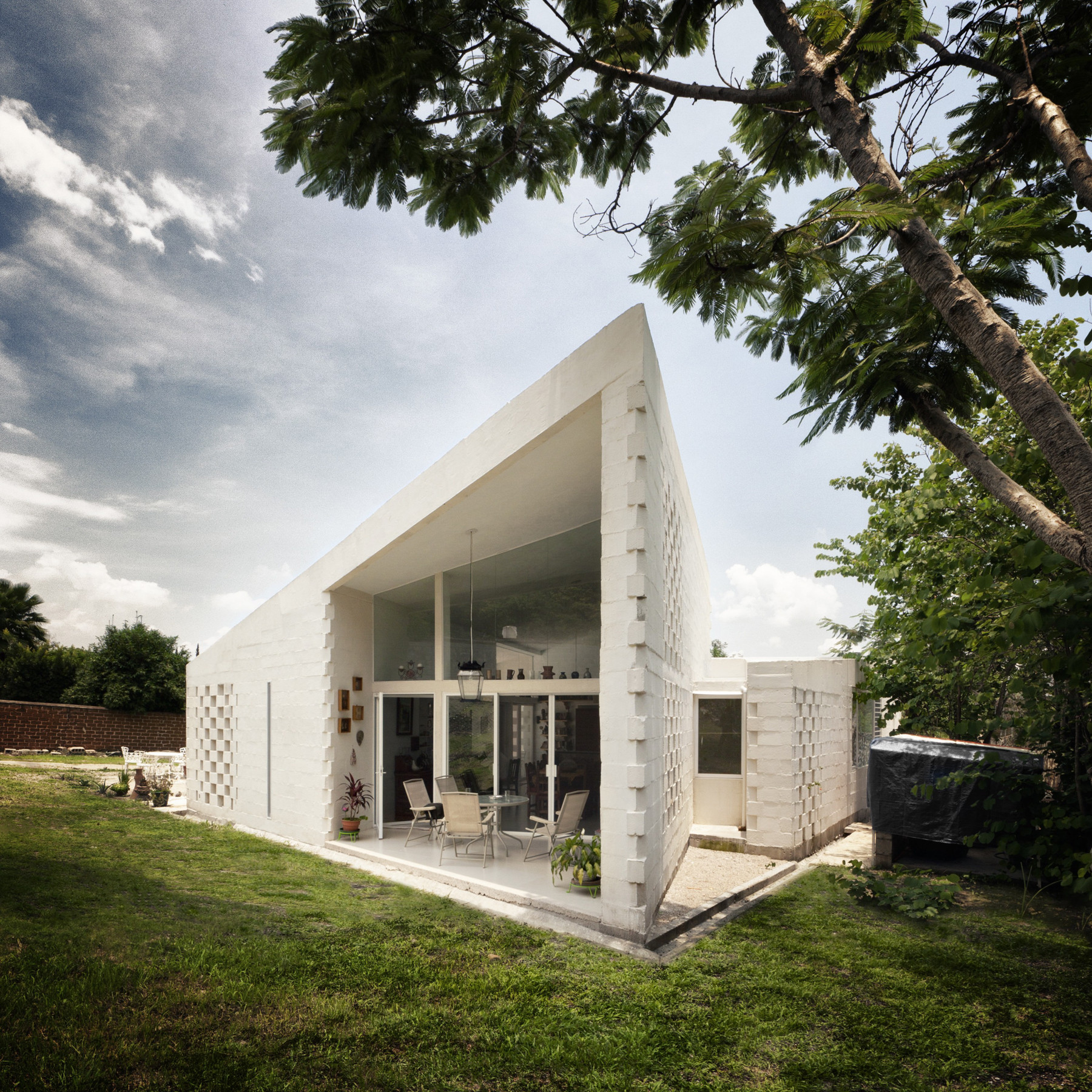 CSC House / MMX, Courtesy of MMX