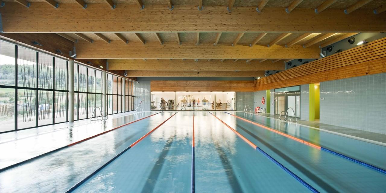 Galer a de complejo deportivo con piscina cubierta for Piscina cubierta alcorcon
