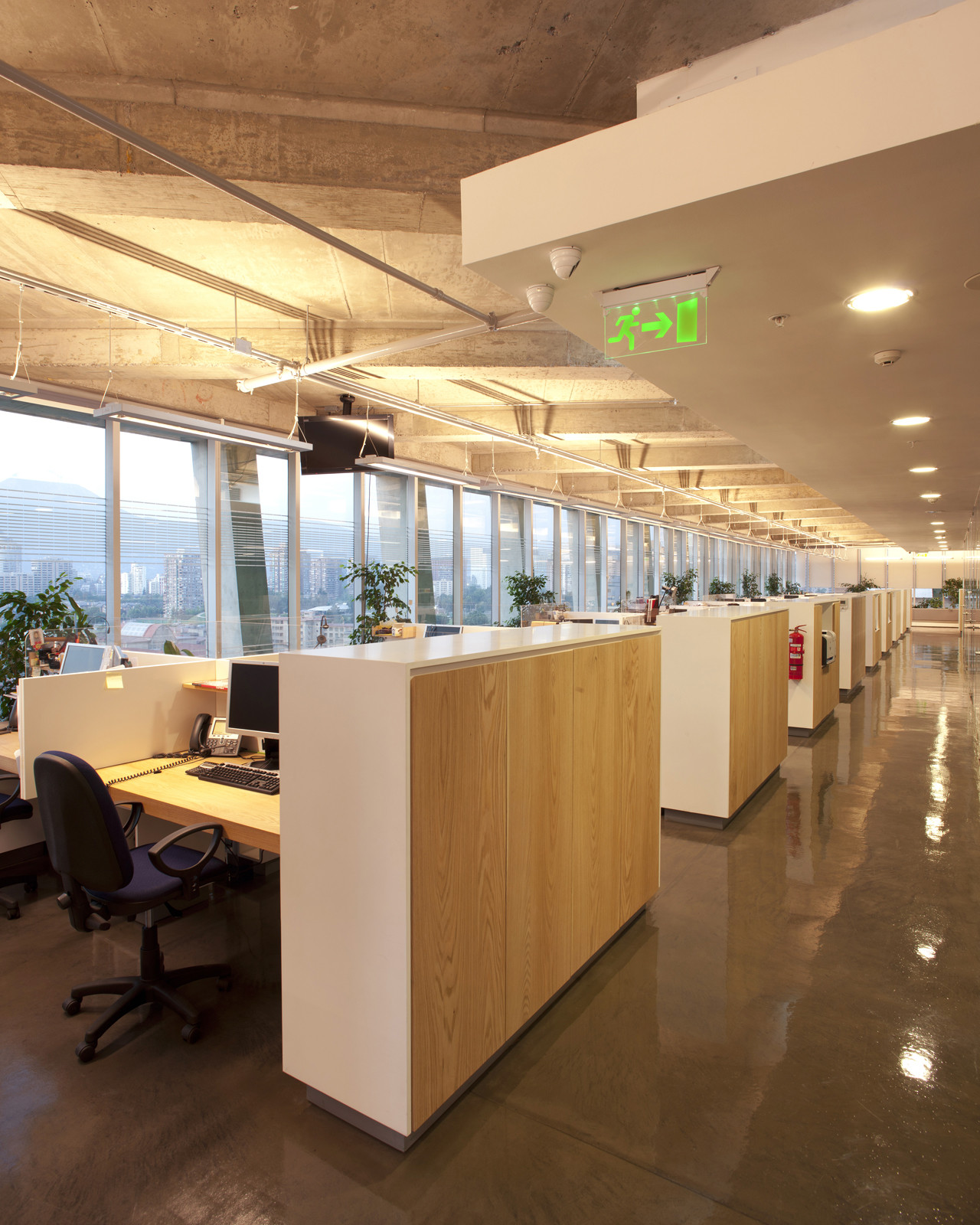 Galer a de oficinas hilti chile chauriye st ger for Busco arquitecto