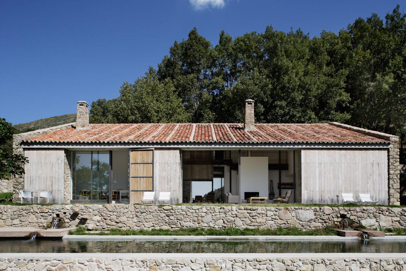 Finca en extremadura baton arquitectura plataforma for Moderni piani casa fienile