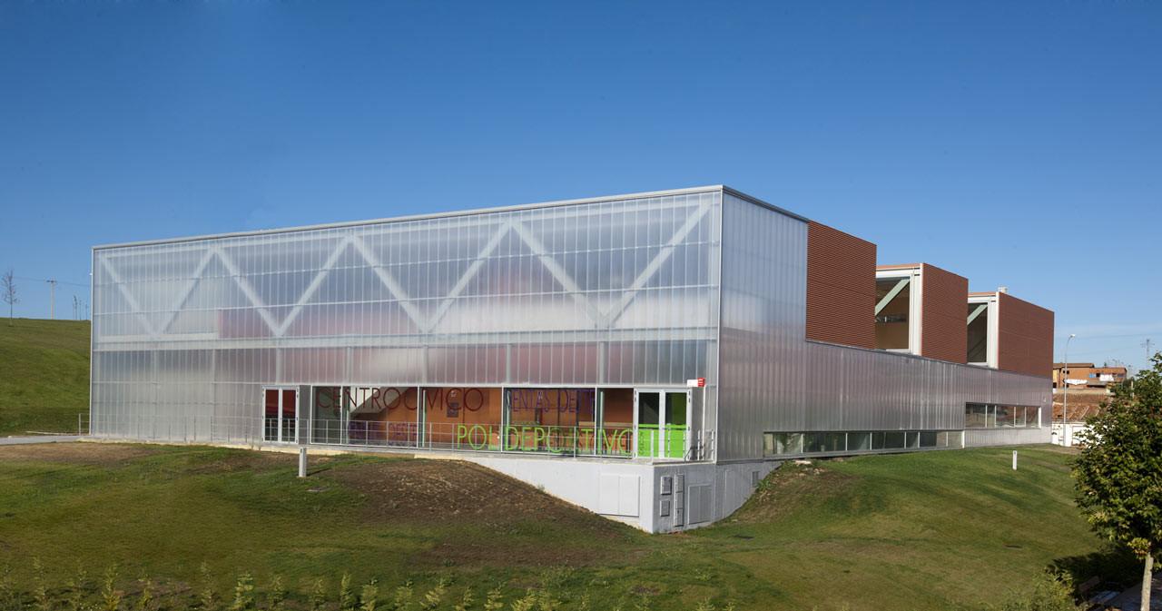 Centro c vico y polideportivo ventas oeste virginia for Espacios minimos arquitectura