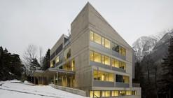 Edificio Sede del Laboratorio Subterráneo de Canfranc / Basilio Tobías
