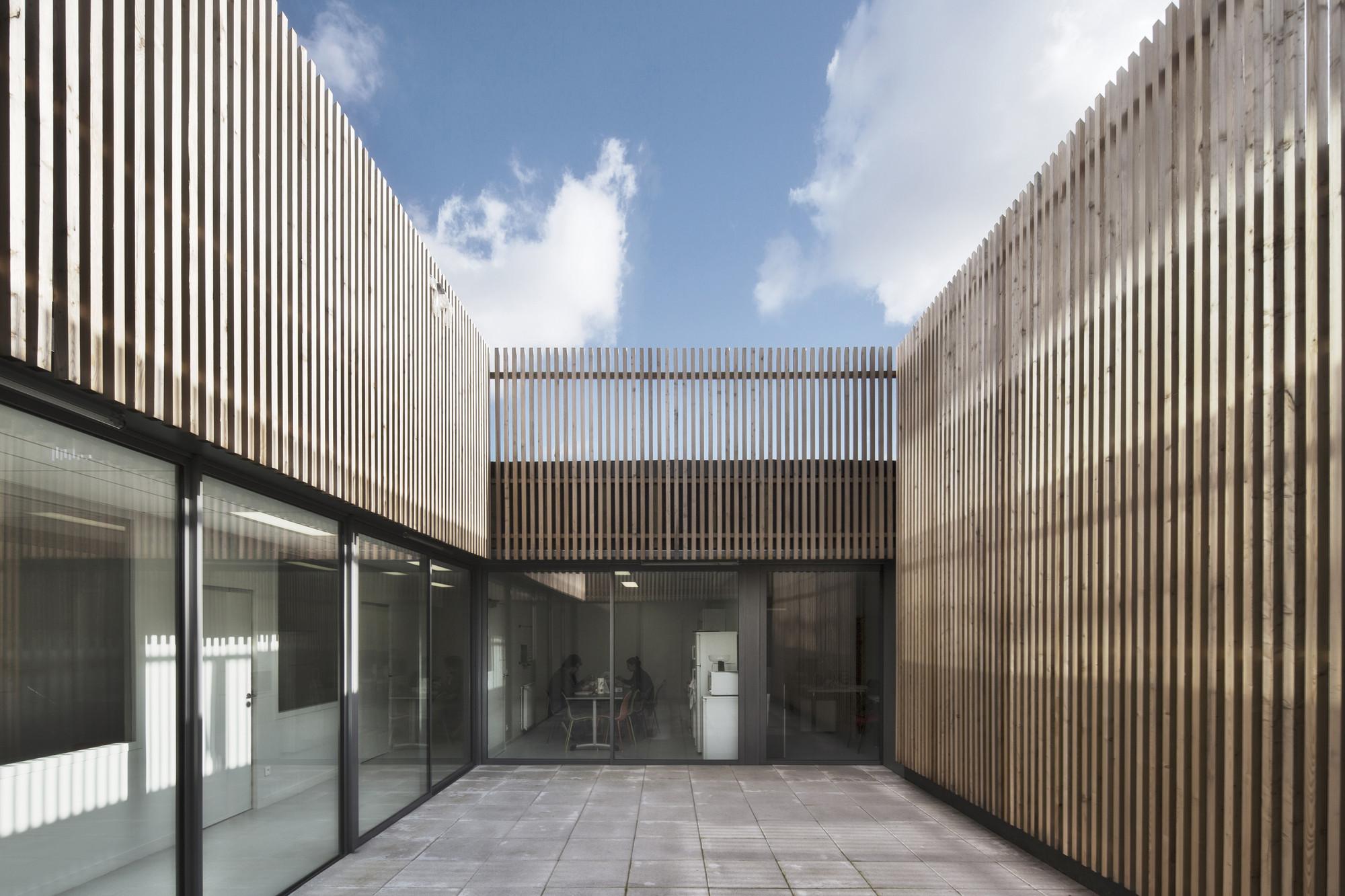 saint denis archives building antonini darmon architectes archdaily. Black Bedroom Furniture Sets. Home Design Ideas