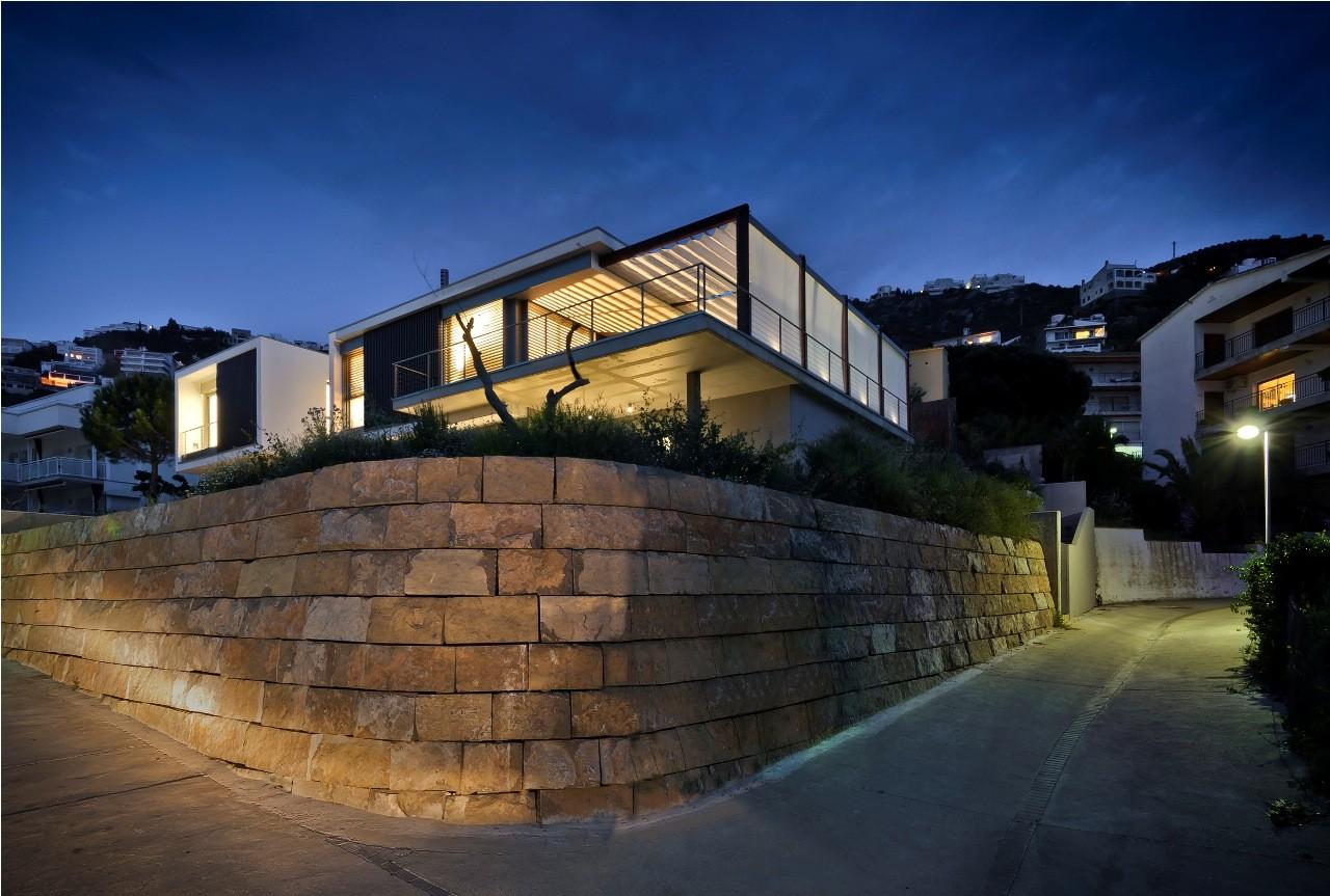 Casa V en la Costa Brava / MAGMA ARQUITECTURA