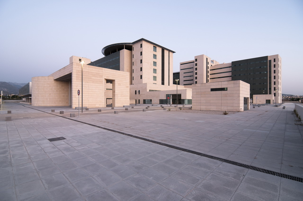 Hospital Campus de la Salud / PLANHO + AIDHOS arquitectos S.A., © Alejandro González