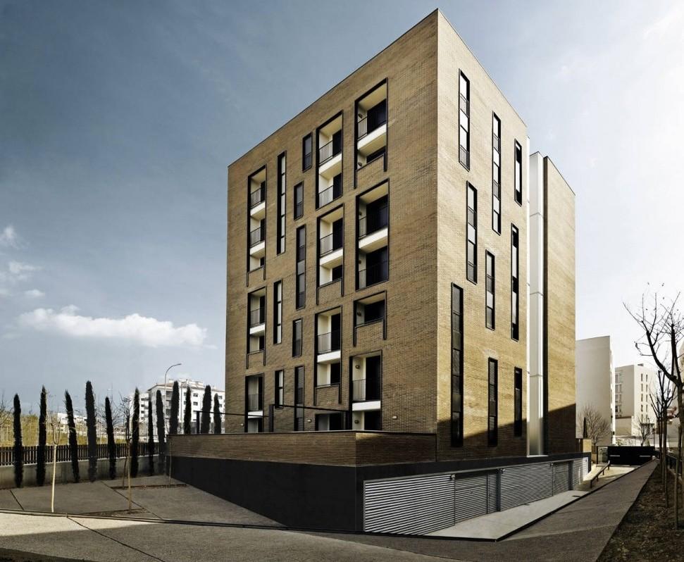 Masrampinyo - Edificio Residencial de 42 Unidades / R+B, © Jordi Surroca