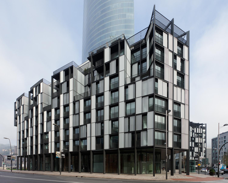 Bilbao desing viviendas en abandoibarra oab katsura for Plataforma arquitectura