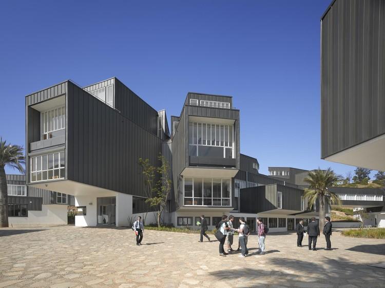 Arquitectura del Campus Universidad Adolfo Ibañez / José Cruz Ovalle y Asociados, © Roland Halbe