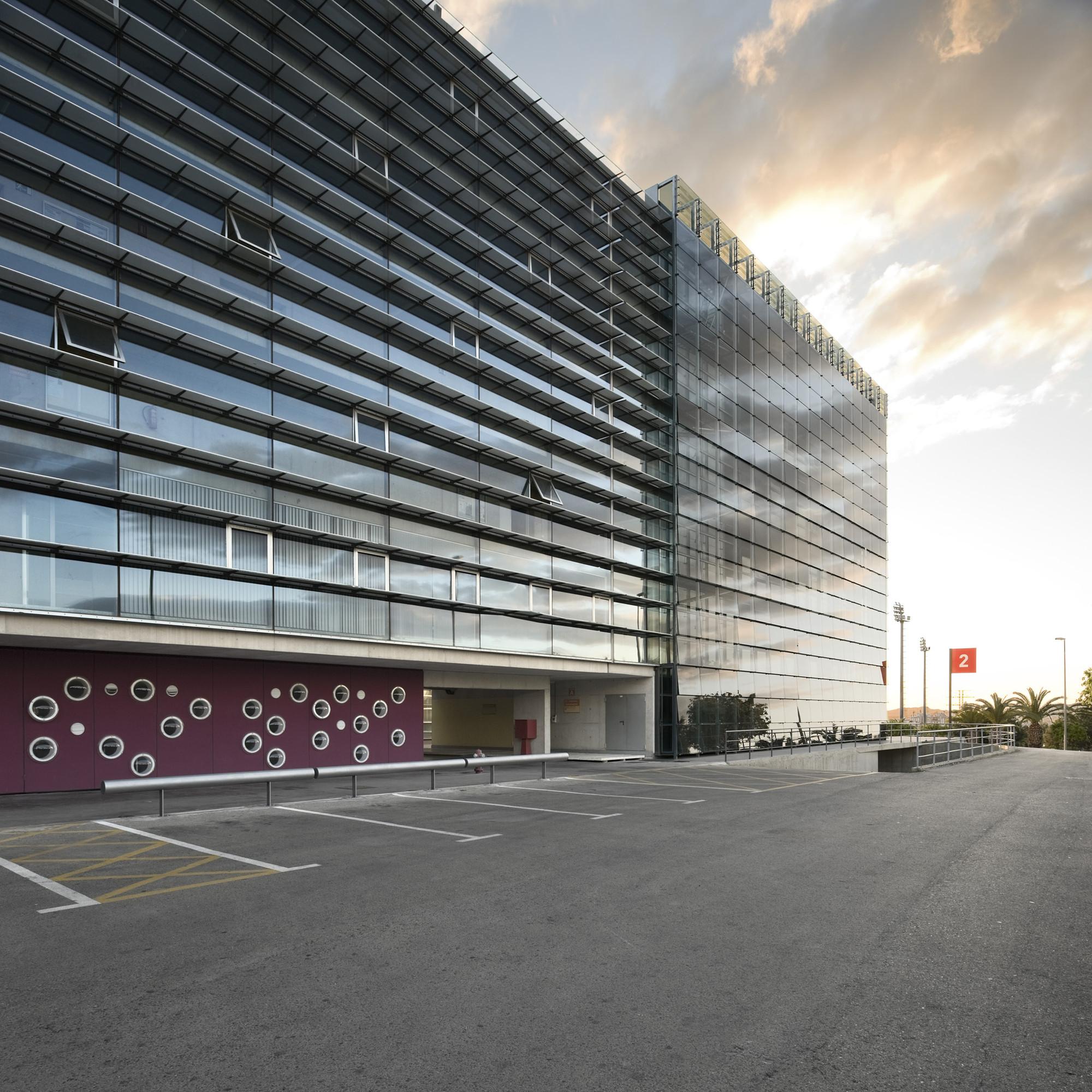New classrooms for the School of Economics at Murcia University / Ecoproyecta + Ad-hoc msl