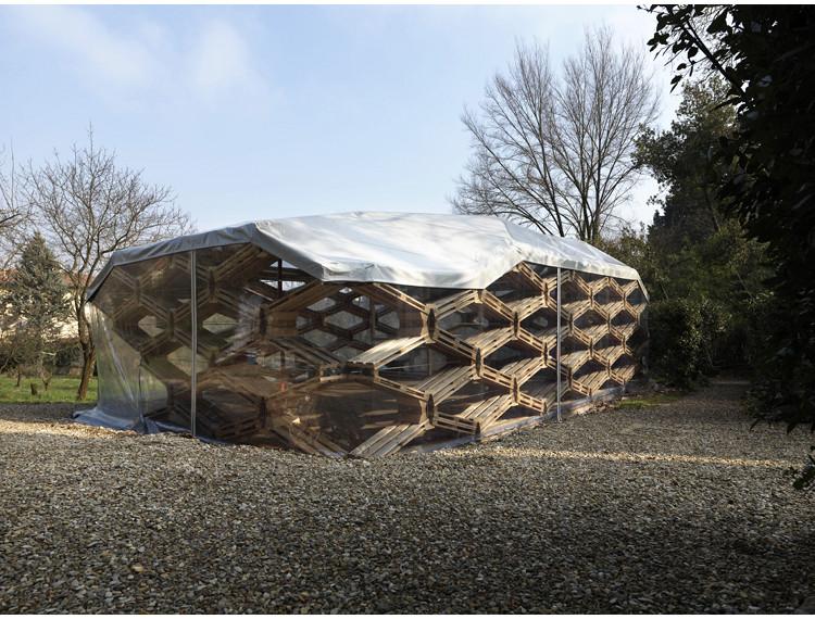 Pavilhão de pallets reciclados / Avatar Architettura , © Avatar Architettura