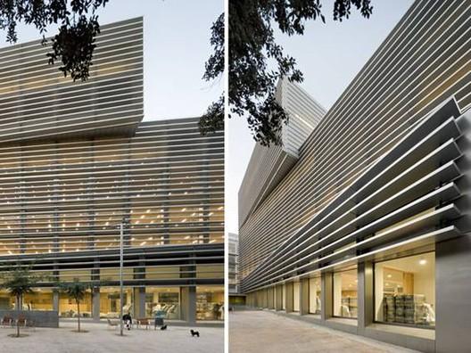 Inauguran edificio de oficinas de la seguridad social for Fachadas modernas para oficinas