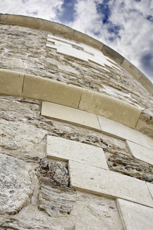 1335132347-21-west-facade-detail-after-restoration-3243-b