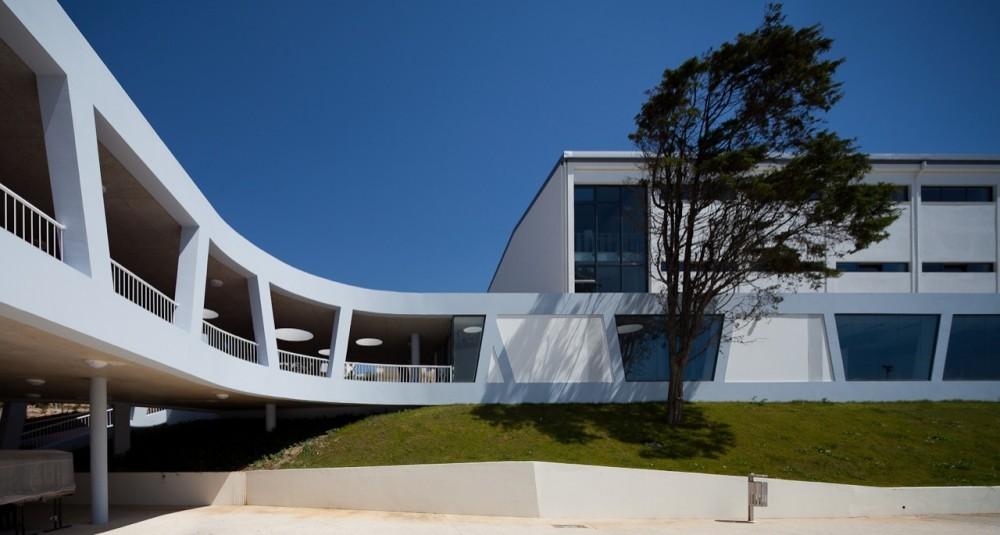 Escuela Secundaria Rafael Bordalo Pinheiro / Sousa Santos Architects, © João Morgado