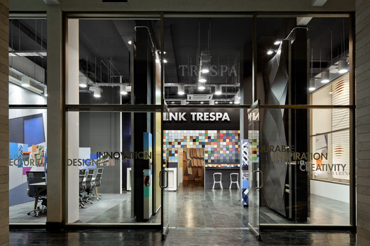 Trespa Design Centre / Studio Schoot Signing Projects + Grupo Habitante