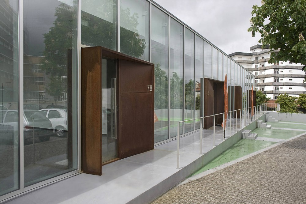 Galería Comercial en Maia / 100 Planos Arquitectura