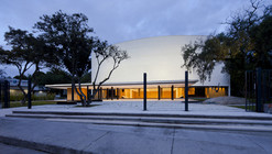 Readecuación del Teatro Universitario Carlos Cueva Tamariz / Javier Durán