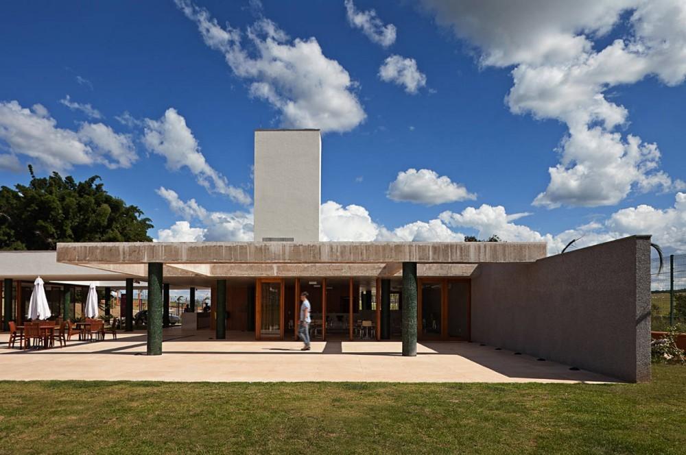 Casa Club Alphaville Brasilia / DOMO Arquitetos Associados