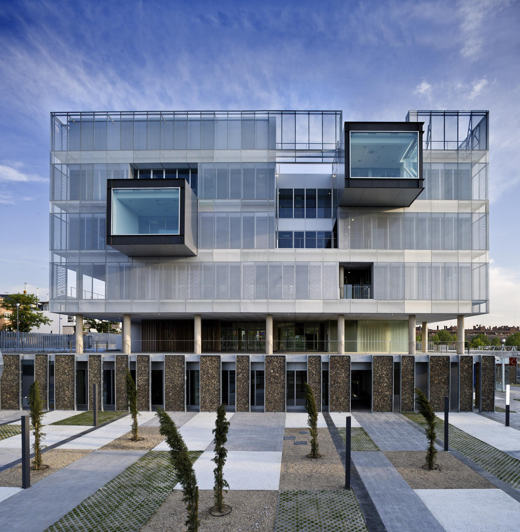 Technal en la nueva comisar a fuencarral el pardo voluar for La arquitectura en espana