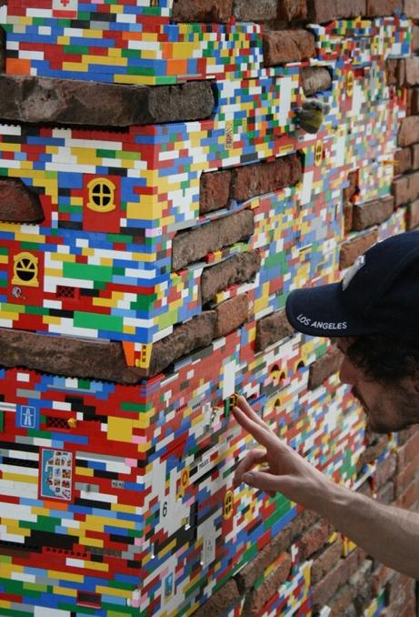 Intervenção urbana: Restauração de edifícios com Legos, Toulouse, França - Cortesia de Plataforma Urbana