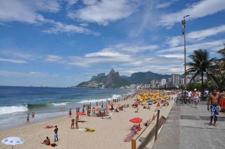 As 10 cidades mais felizes do mundo, Praia de Ipanema no Rio de Janeiro via Creative Commons