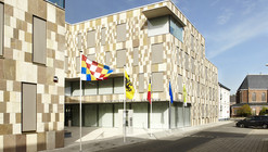 Willebroek Administration Building / BRUT