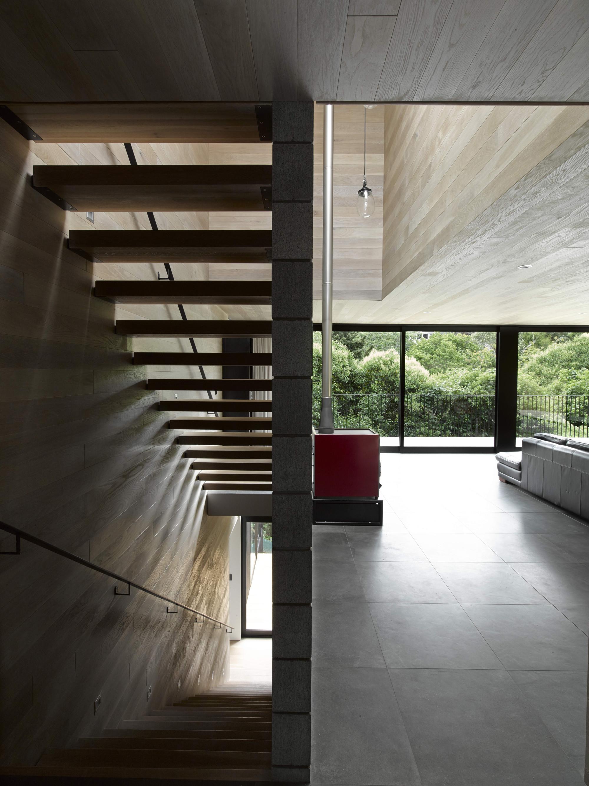 Waiatarua house hamish monk architecture archdaily mark smith malvernweather Choice Image