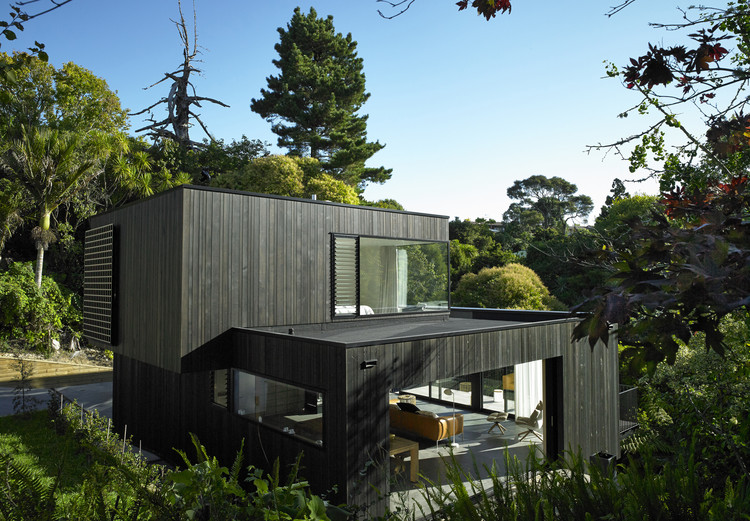 Waiatarua House / Hamish Monk Architecture, © Mark Smith