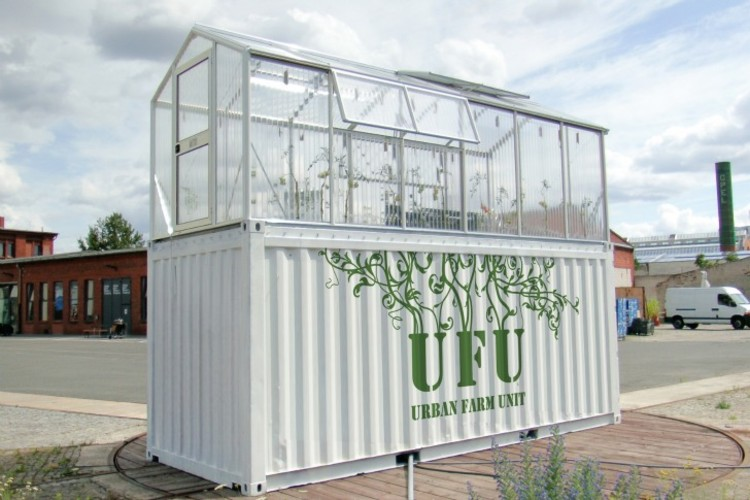 Unidades urbanas agrícolas transformam velhos containers em estufas de produtos orgânicos, © Demien Chivialle