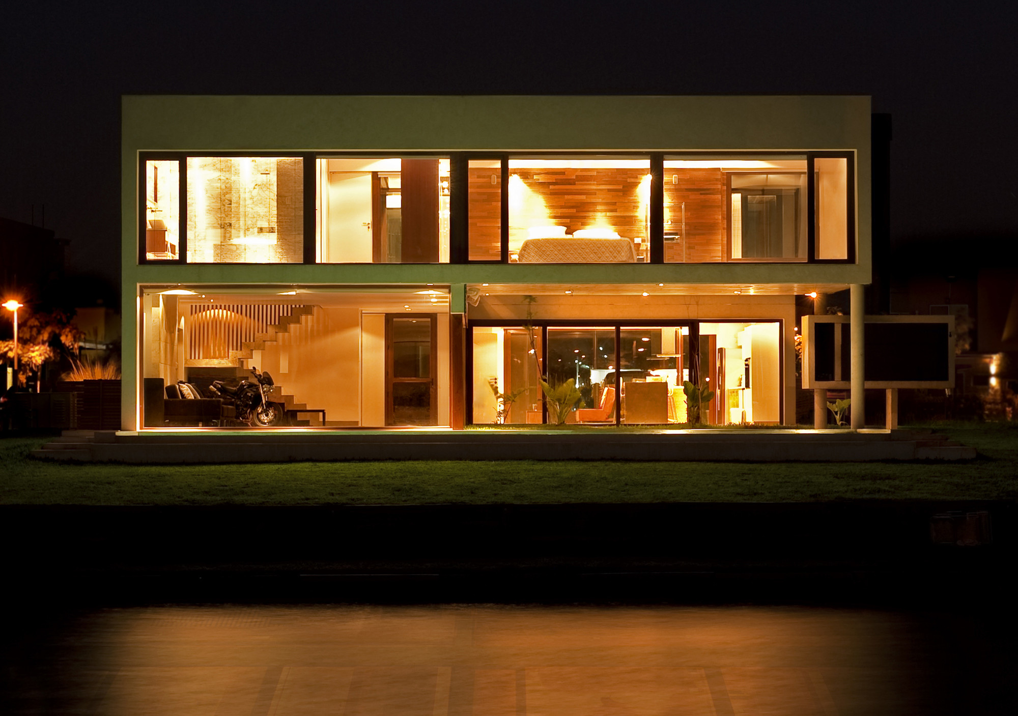House ef fritz fritz arquitectos archdaily for Modern house at night