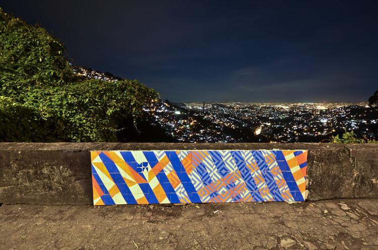 Coletivo MUDA e seus azulejos pela cidade, Alameda Alexandrino no Rio de Janeiro - Via http://coletivomuda.com.br