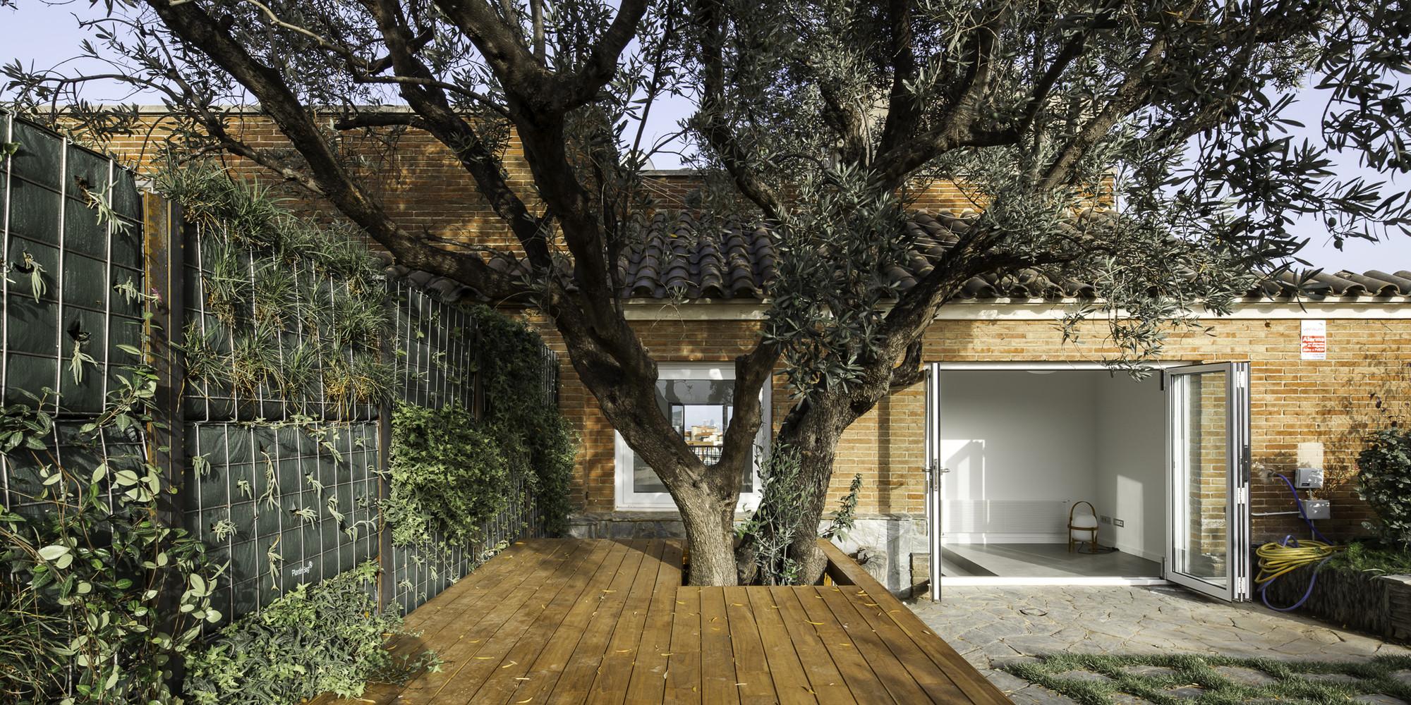 Reforma interior de un ático y un sobreático / Cavaa Arquitectes, © Filippo Poli