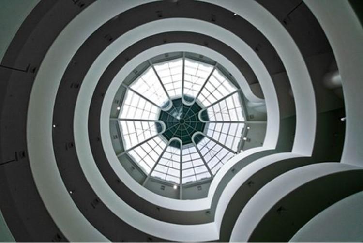 Guggenheim Disponibliza 65 Catálogos Online de Arte, Interior do Museu Guggenheim de Nova Iorque © Scott Norsworthy