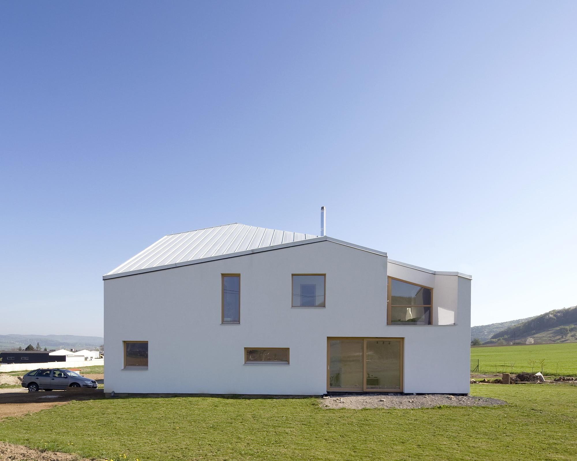 House in Opatova / P-U-R-A, Courtesy of Aparat