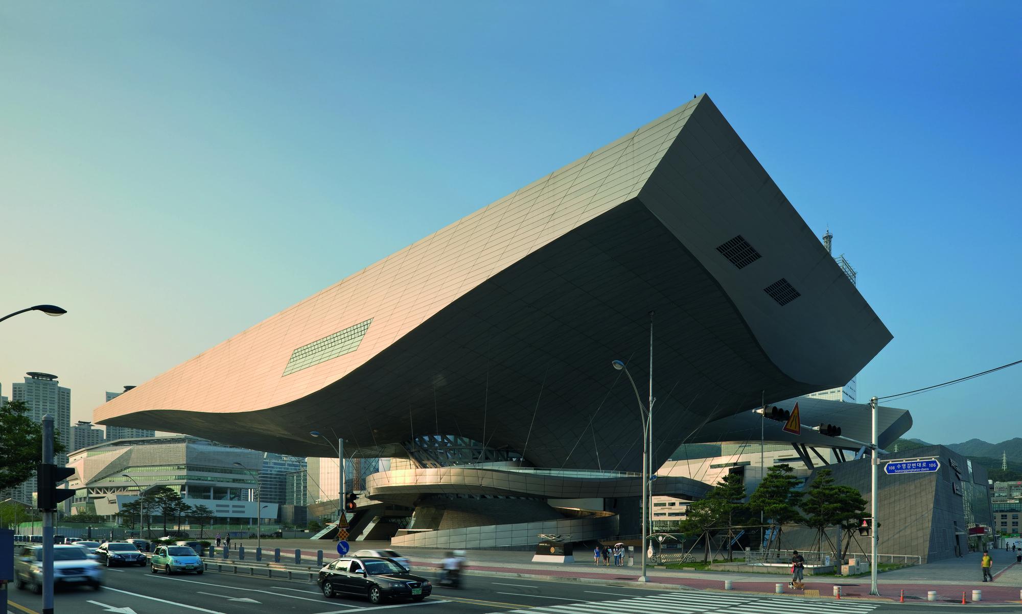 Centro de cine busan coop himmelb l au plataforma for Plataforma de arquitectura