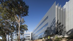 Hunter Medical Research Institute / Denton Corker Marshall + SKM-S2F Architects