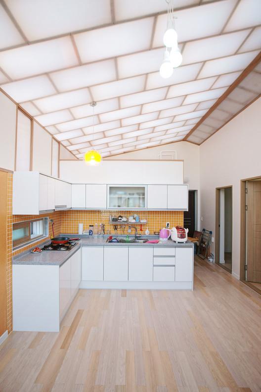 Casa de Bajo Costo / JYA-RCHITECTS + Mue & Zijn Architects, © Hwang Hyochel