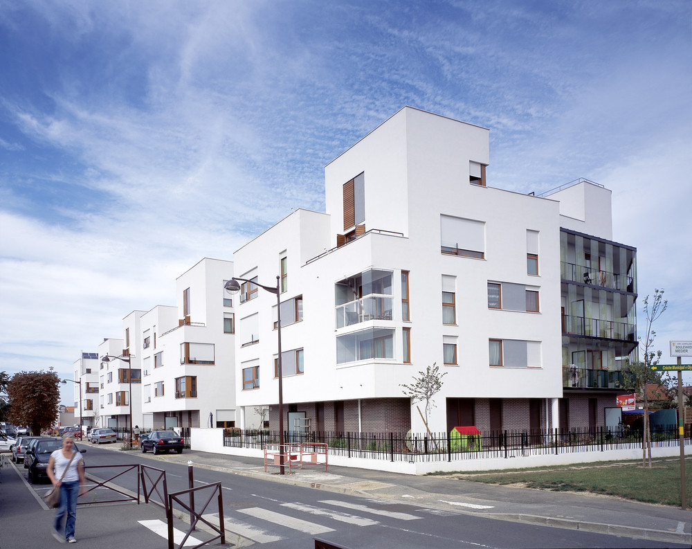 51 Logements in Viry-Châtillon / Margot-Duclot architectes associés, © Jean-Michel Landecy