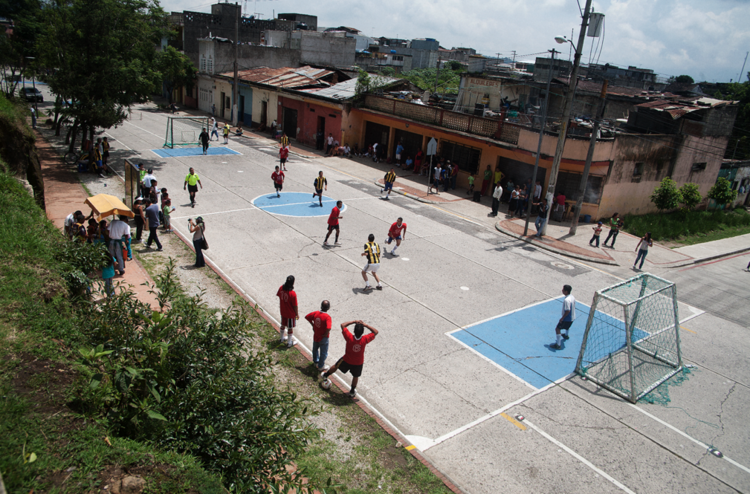 Una Cancha Muchas Canchas / Architecture For Humanity, Cortesía de Architecture For Humanity
