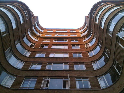 Florin Court facade. Image © Flickr User Matt from London