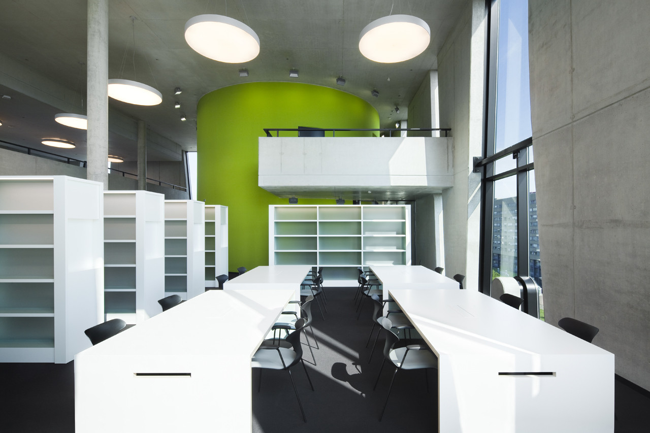 Medical Library Oasis / HPP Architets + Volker Weuthen   ArchDaily