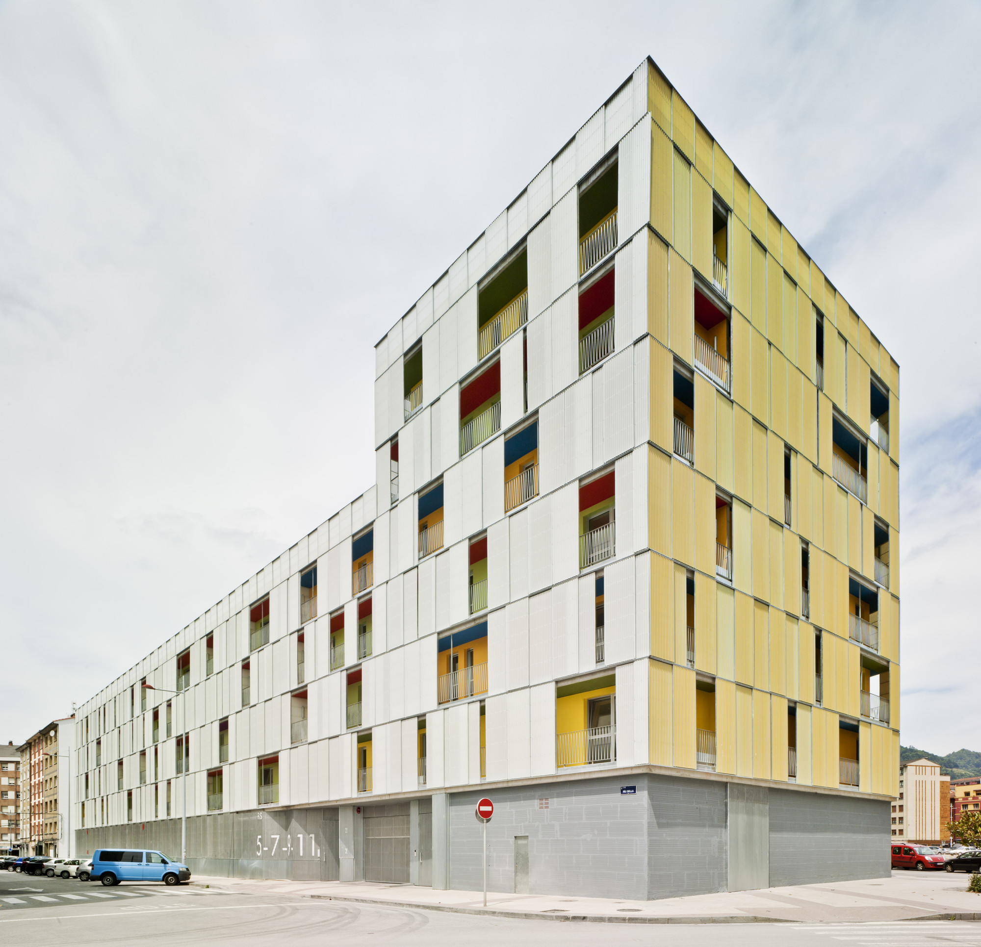 Gallery of 151 homes shops and garage in mieres amann for Facade immeuble contemporain